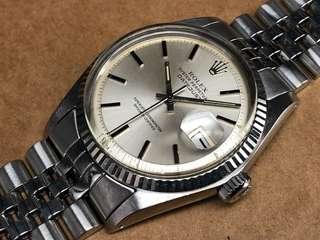 古董Rolex 1601全鋼自動日曆天文台男庒手錶。  二手$22000  原裝銀色T SWISS T 面。原裝無返寫。  塑膠上蓋,直徑36mm,不包括表的量度。  1570自動機芯。拉停。功能正常。  原裝厚五珠勞力士表帶,合19cm手腕。 手錶S/N 39xxxxx,約1974年。 冇盒冇紙。有意pm