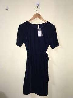 Brand new with tag New Look velvet belted dress