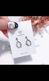 🚚 Silver korean flower drops crystal earrings