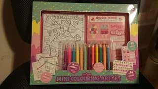 🚚 Smiggle Colouring Set