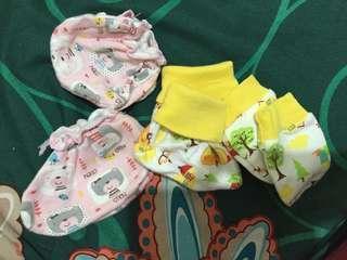 2 Sarung Tangan Kaki Bayi