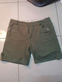 🚚 軍綠休閒短褲