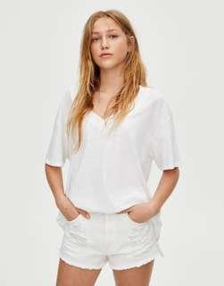 Promo A : Bnwt pull n bear white denim shorts