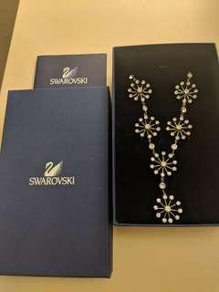 🚚 Swarovski Neclace. Drop Flower Motif Necklace