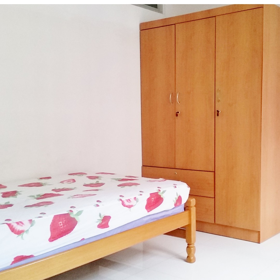 44 Tanglin Halt (Common Bedroom) - Near Commonwealth MRT / Shops / With  Air-Con with wifi