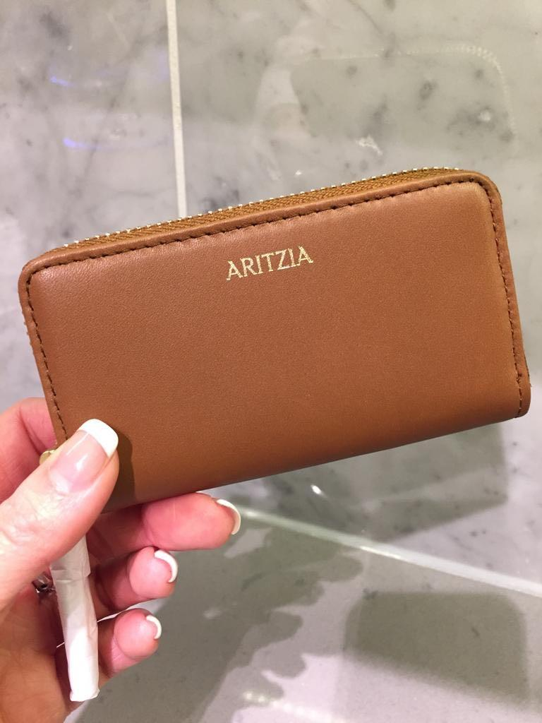 ARITZIA - Brand new w/ original packaging - Small leather good - Cognac
