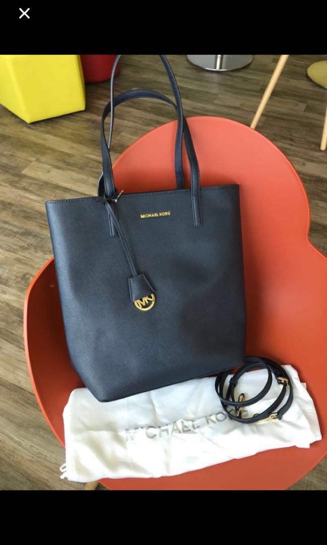 ecc6d11657f7 Michael Kors Hayley Tote, Women's Fashion, Bags & Wallets, Handbags ...