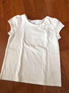 Kaos Putih dengan Pita Cantik