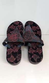 Sandal hitam jelly glass