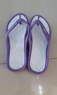 Sandal putih nagoya