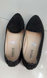Sepatu flat hitam