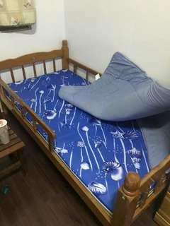 單人床、含兩個床墊