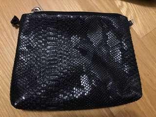🚚 黑色泰國手拿包側背包(不付鍊子),滿500可贈送