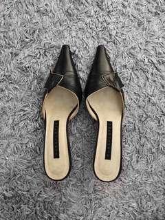 Pura Lopez Black Pointy Toe Kitten Heels