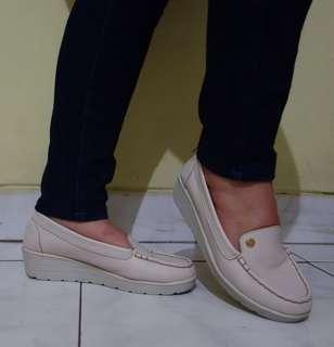 [GARAGE SALE] Flat Wedges Shoes - Women