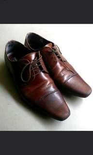 Selling Zara office shoes