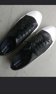 Selling black white sneakers