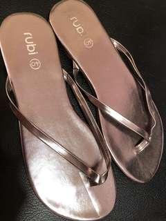 🚚 Rubi sandals slippers