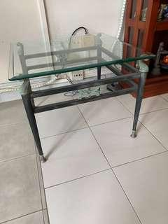 🚚 Glass-TOP side tables