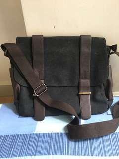 Men's canvas messenger type bag