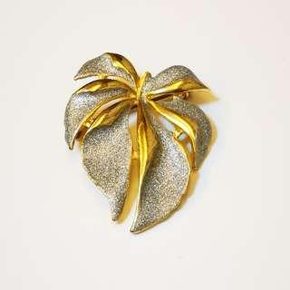 PRE💙D Heirloom Estate Jewelry Vintage Gilded Gold and Silver Tone Glitter Textured Leaf Brooch Pin