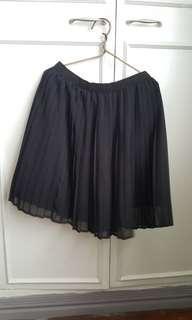 Uniqlo black pleated skirt