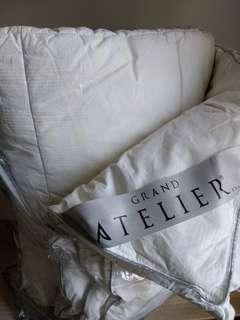 Hotel grade quality 100% Micro Fibre Down Feel Double Twin Size USA Grand Atelier Luxury Quilt #50TXT