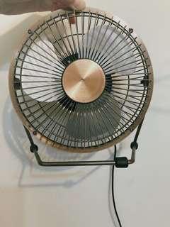 🚚 USE小型古銅金色電風扇