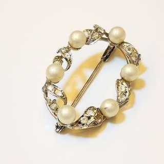 PRE💙D Heirloom Estate Jewelry Vintage Silver Tone Wreath Faux Pearl Rhinestone Brooch Pin