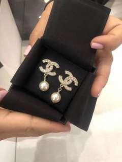《全新正品》Chanel淡金色Logo珍珠耳環