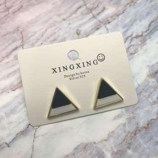 🚚 幾何三角圓耳釘(黑)