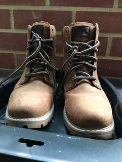 🚚 Helly Hansen ladies boots