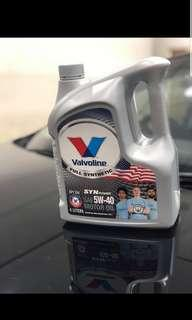 Valvoline 5W-40 fully synthetic engine oil servicing