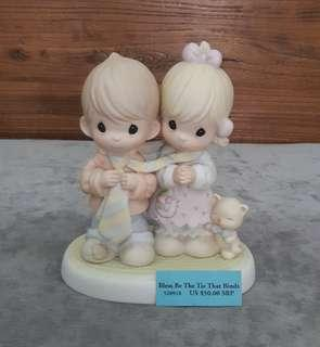 Precious Moments Figurine - Bless Be The Tie That Binds