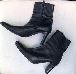 Romanelli Black Boots