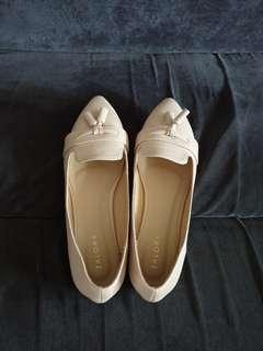 Pretty Shoes size 39 Brand New!!
