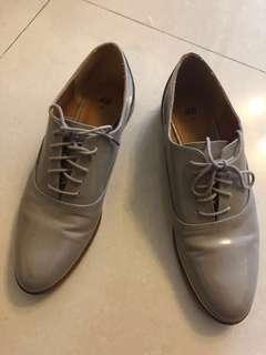H&M 藕色亮仿皮牛津鞋