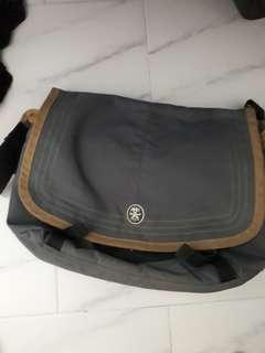 Crumple sling bag