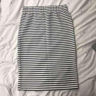 B/W stripe pencil skirt