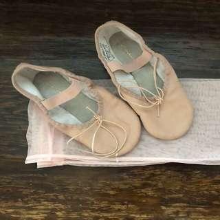 Ballet shoes size 11c