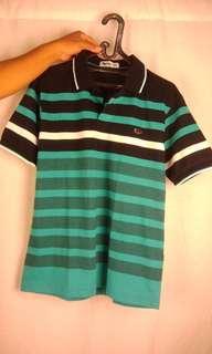 T-shirt bergaris hitam hijau