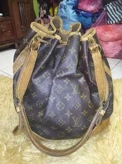 Vintage Authentic Louis Vuitton shoulder bag