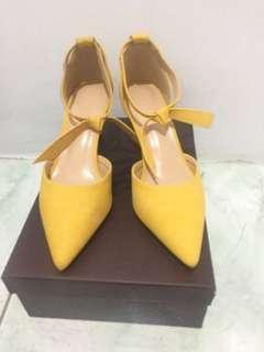 Sepatu heels kuning /sepatu pesta