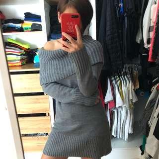 H&M off shoulder sweater. (GREY)