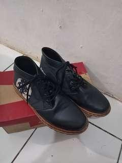 Pretenders black shoes