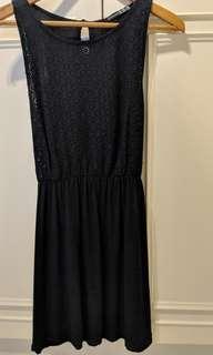 黑色短洋裝 (後綁帶)