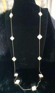 Vca necklace in 18k