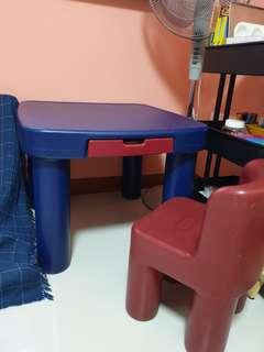 🚚 Kids Table And Chairs