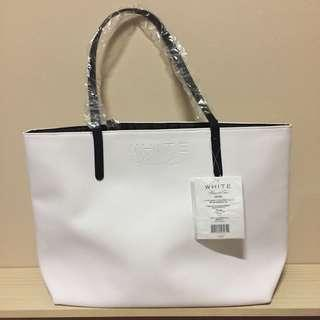 🚚 White Kenneth Cole Bag