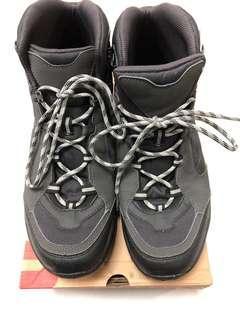 🚚 男士登山鞋43號